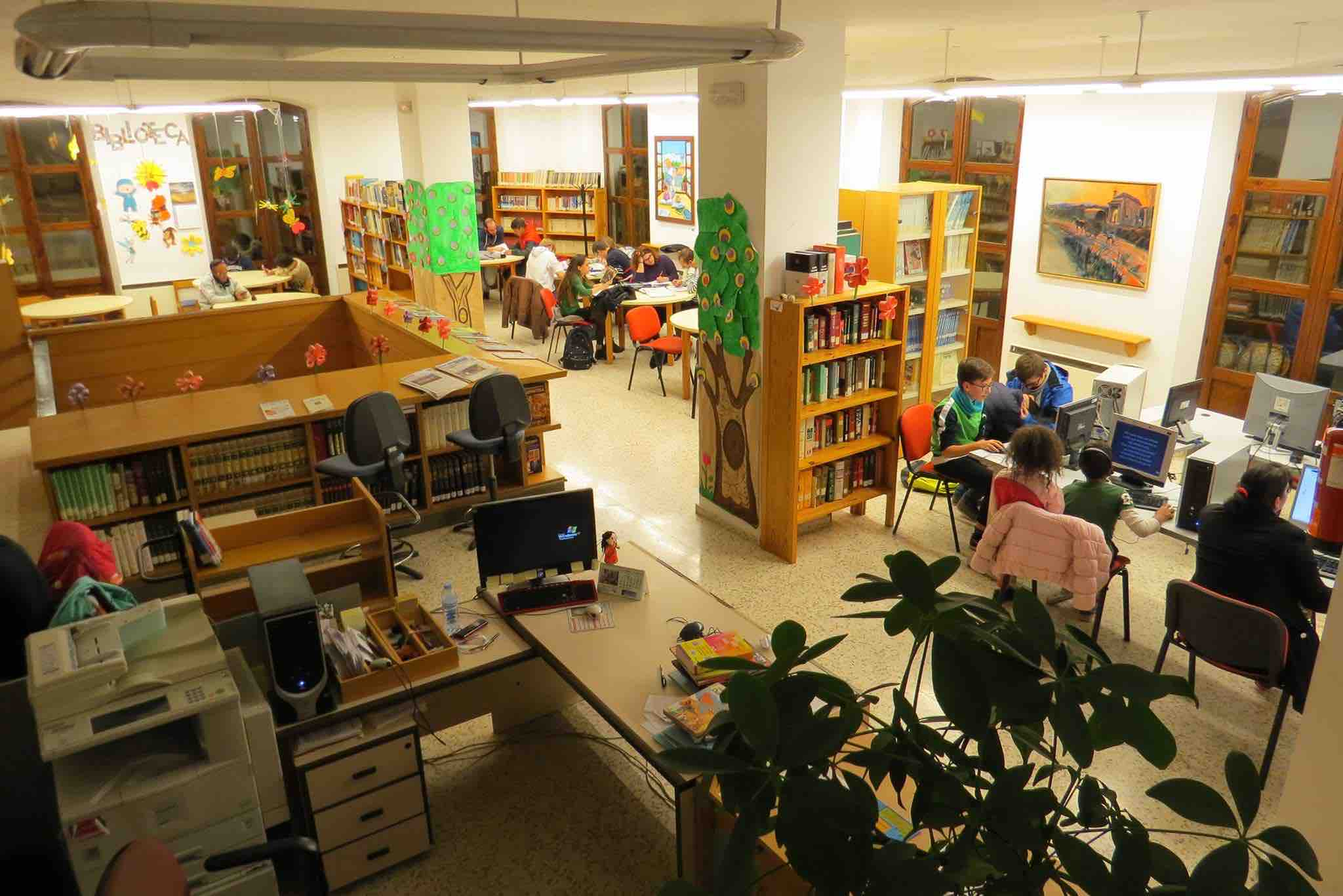 Premio para la biblioteca municipal jos asenjo accitania for Biblioteca cologne