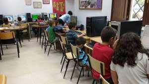 1ninos-taller-de-informatica-y-apoyo-escolas-ninos-as-adolescentes